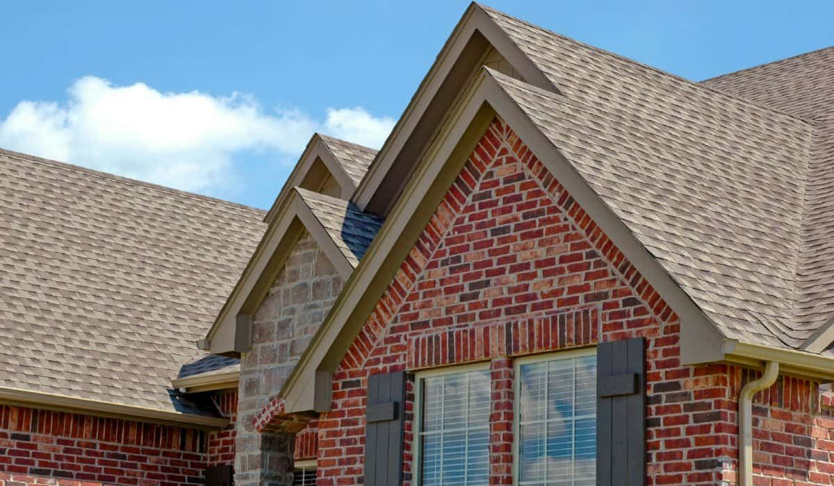 What's the Difference Between a Pitched and Flat Roof?