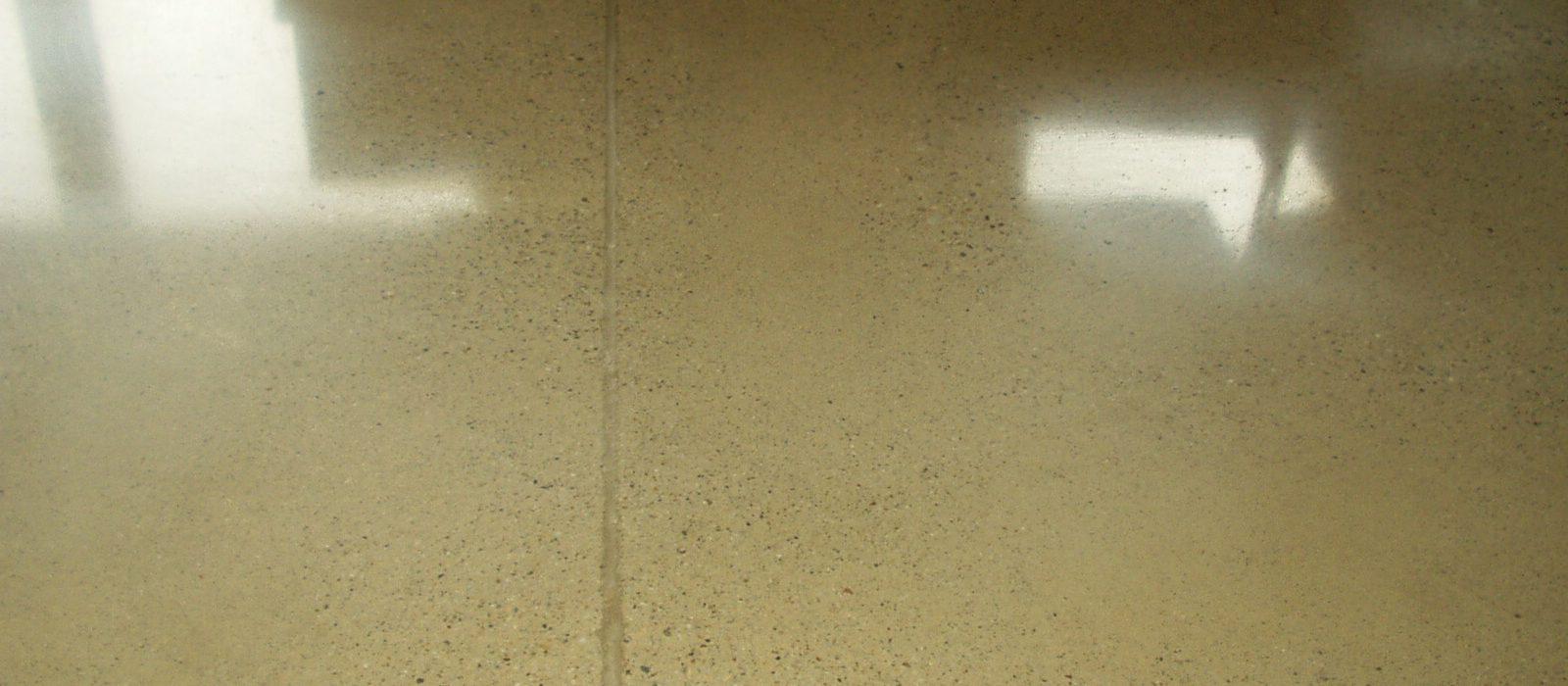 Waxed Concrete Floor: Do It Yourself or Call an Artisan?