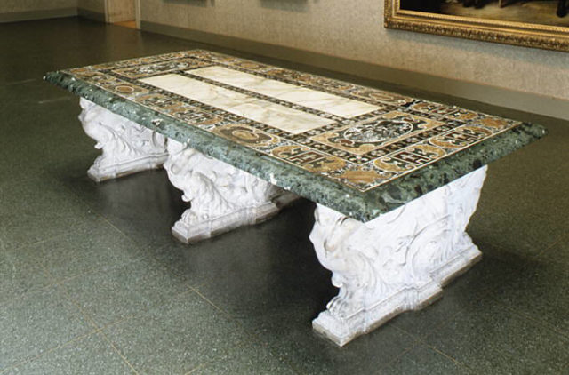 How to Lay Waxed Concrete on a Table
