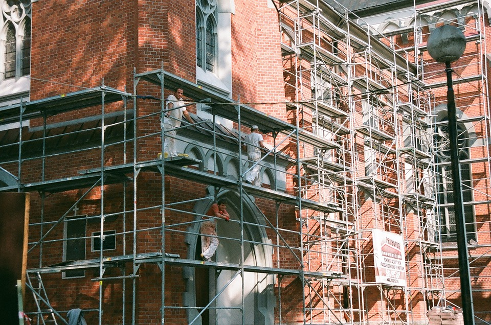 Benefits of Hiring Professional Scaffolding Services