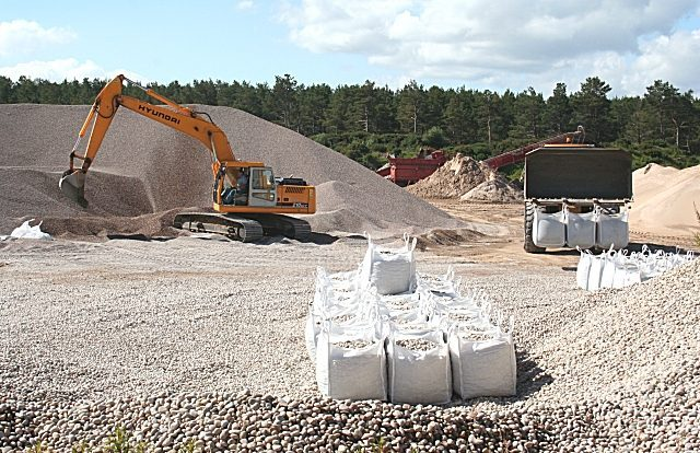 How Are Earthworks and Extraction Carried Out?